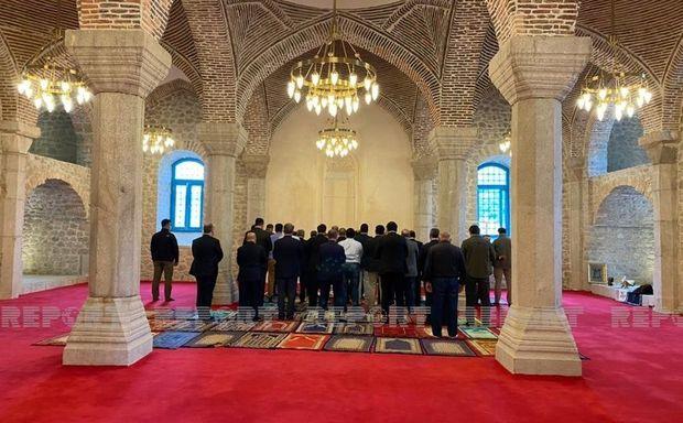 Türkiyə və Pakistan parlamentlərinin sədrləri Şuşa məscidində namaz qılıblar