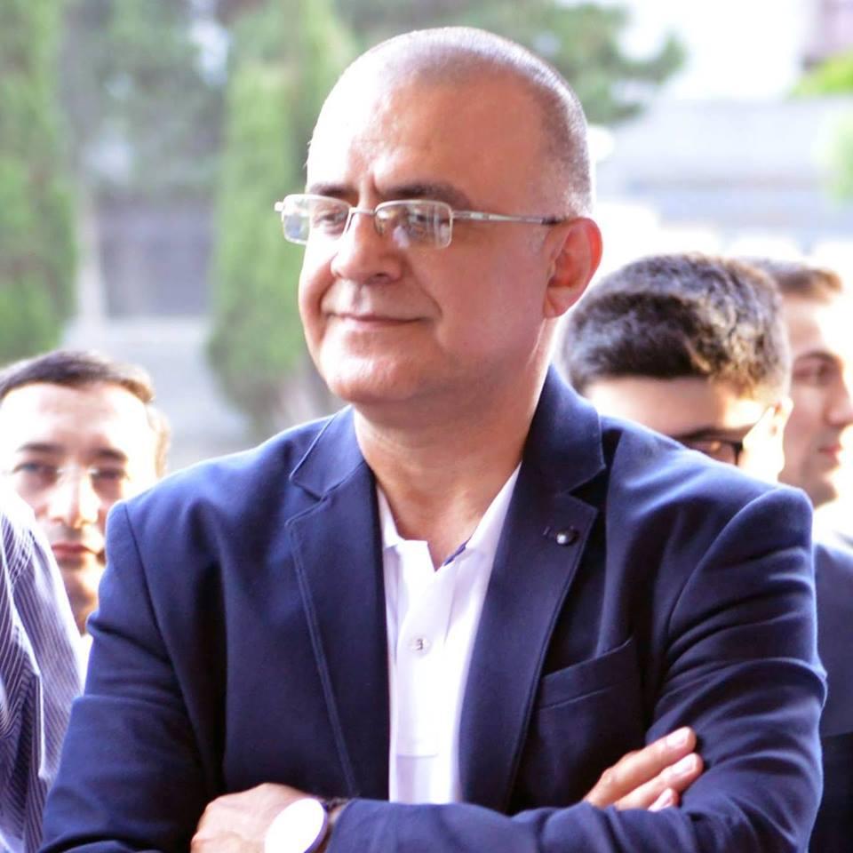 Mövlanə eşqli, içinə yıxılan şair…
