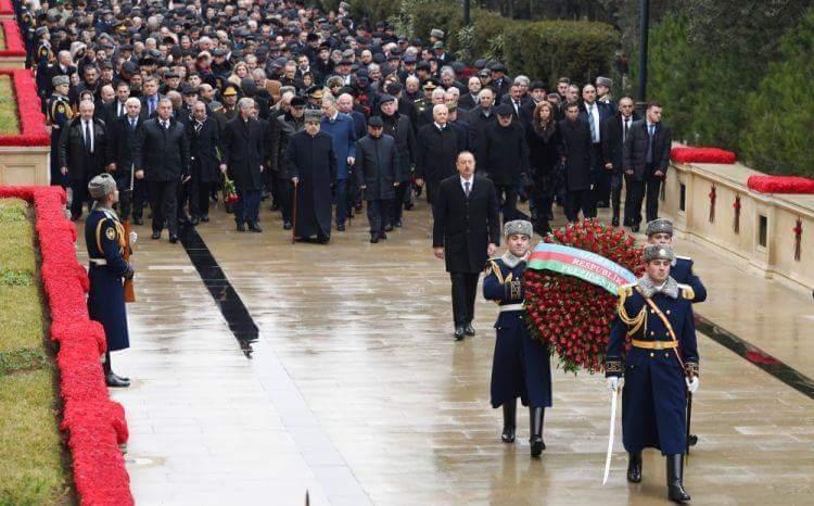 Prezident İlham Əliyev və birinci xanım Mehriban Əliyeva Şəhidlər xiyabanı ziyarət ediblər