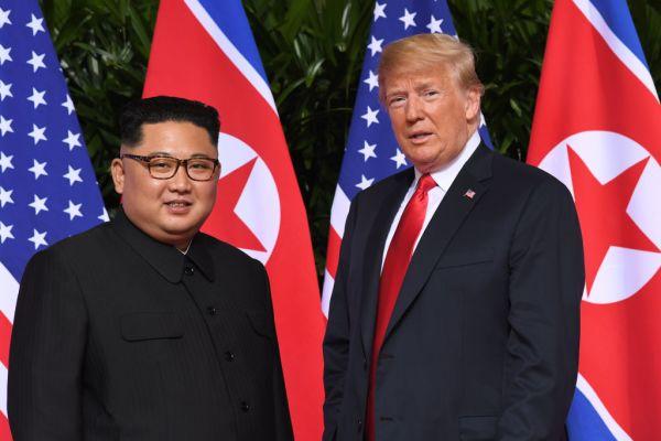 Donald Trump  və Kim Çen In görüşdü
