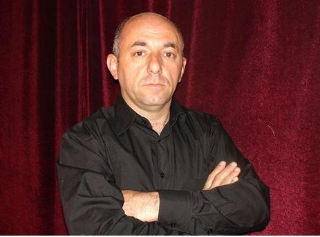 """Kukla teatrında""""O olmasın bu olsun"""" operettasınailksəhnə quruluşu verən rejissor"""
