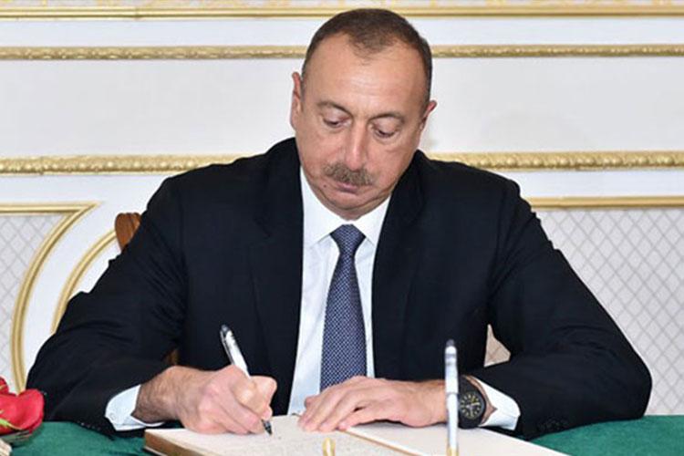 Prezident şəhid generalla, polkovnikin ailəsinə ev verdi